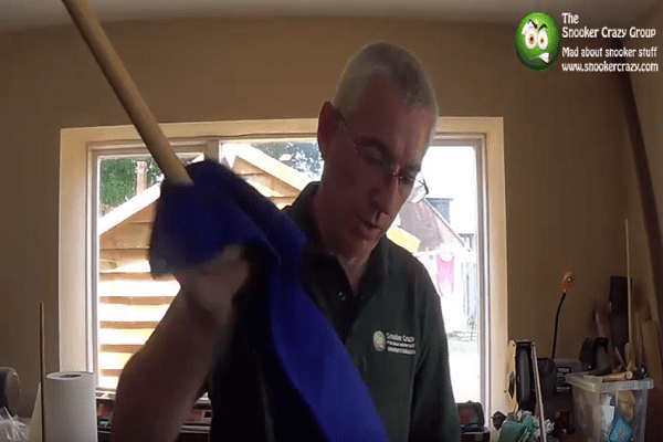 How to clean your cue shaft